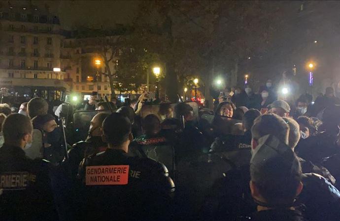 Paris'te polis sığınmacıları sokak sokak kovaladı