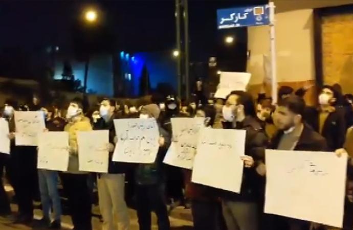 Nükleer fizikçiye suikastın ardından Tahran'da gösteri
