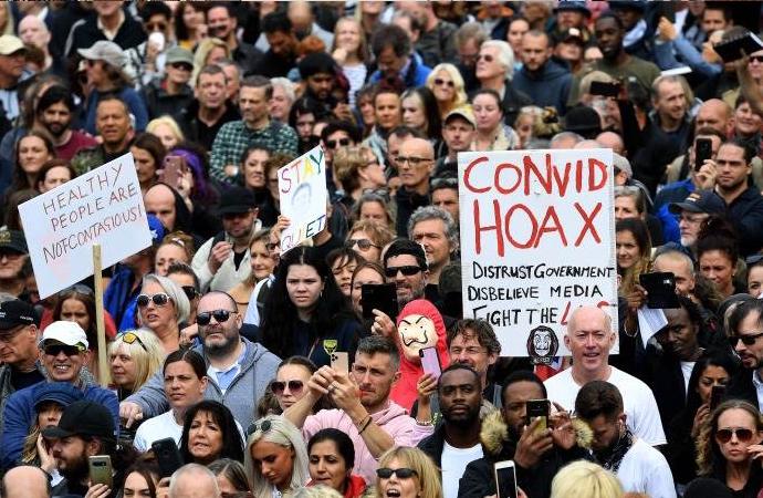 İngiltere'de korona yasaklarına karşı gösteride 150 gözaltı