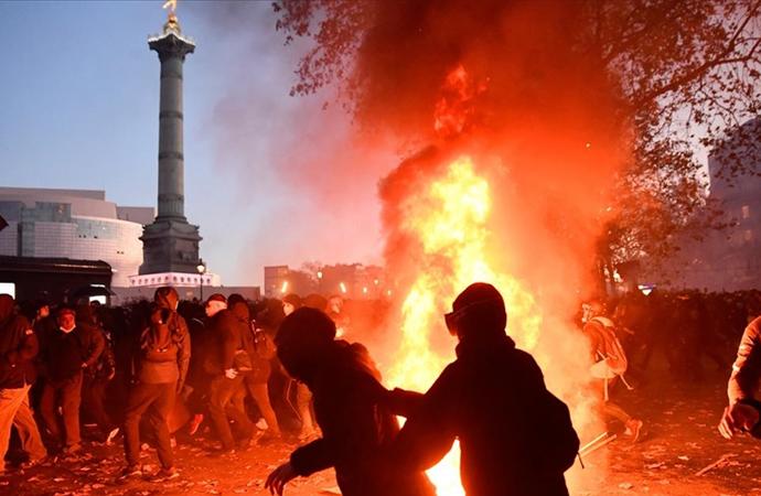 Fransa'da protesto gösterilerinde olaylar çıktı