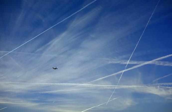 İsrail savaş uçakları Beyrut üzerinde alçak uçuş yaptı