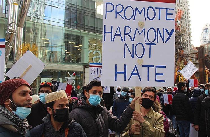 Kanada'da Müslümanlar Fransa'yı ve Macron'u protesto etti