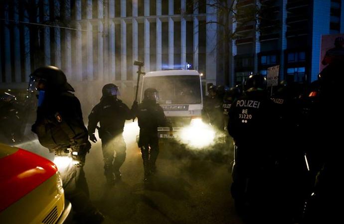 Frankfurt'ta kovid önlemleri protestosuna polis müdahale etti