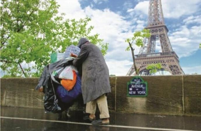 Fransa'da 'fakirlik sınırı' altında yaşayanların sayısı 10 milyonu geçti