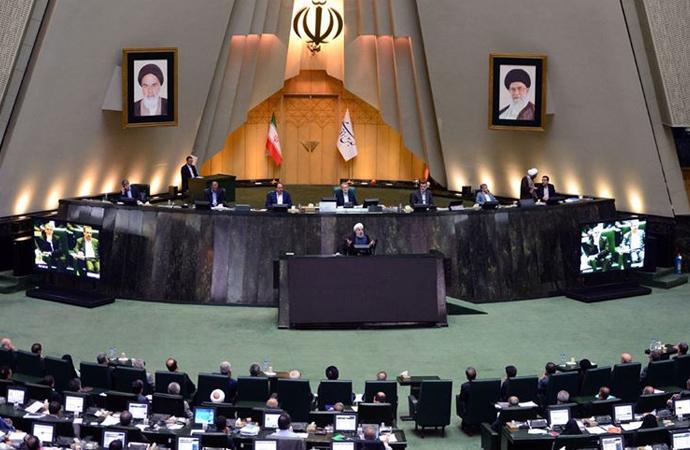 İran'daki muhafazakar bir milletvekili, ekonomik kriz nedeniyle açlık grevine başladı