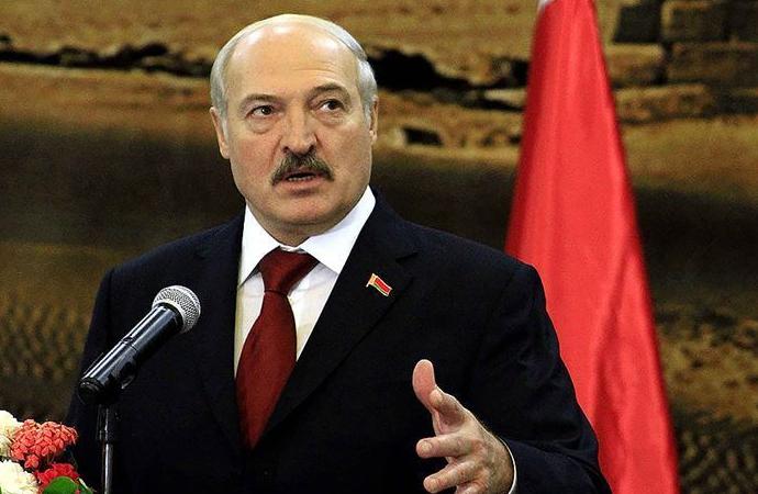 Lukaşenko: Macron, Müslümanlara bilinçli olarak hakaret ediyor