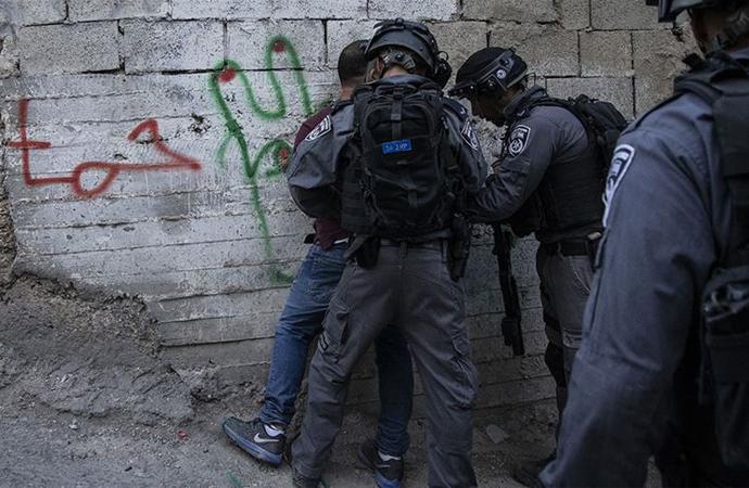 İsrail güçleri geçen ay 466 Filistinliyi gözaltına aldı