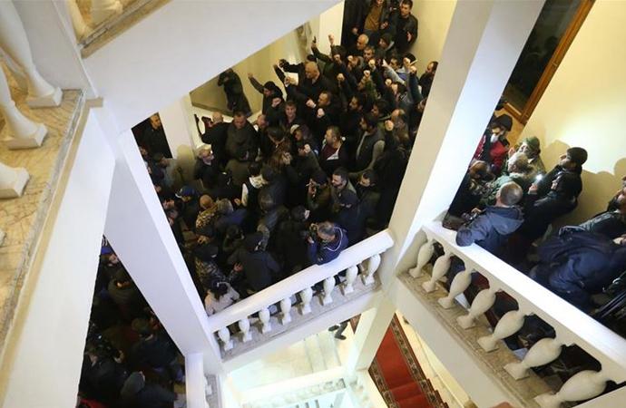 Paşinyan'ın istifası için protestolar sürüyor