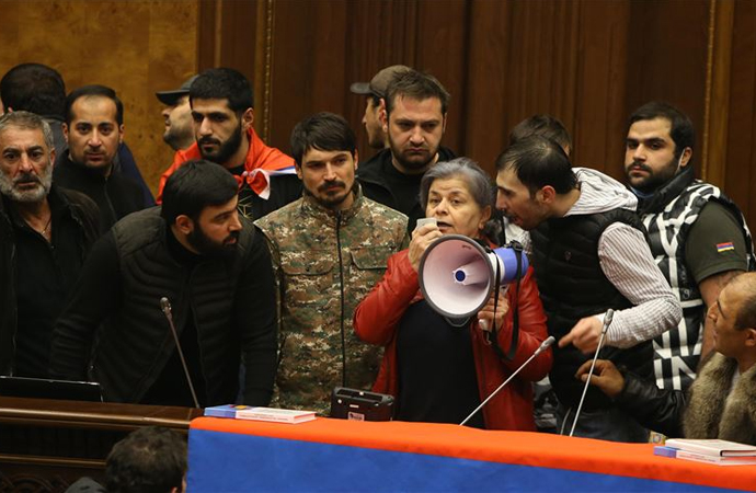 Ermenistan'da 'kadife devrim' süreci sona mı eriyor?