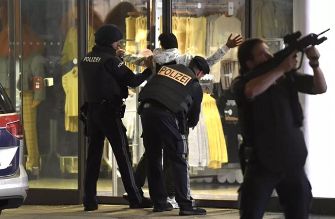 Avusturya, saldırganla bağlantılı iddiasıyla bir cami ve derneği kapatacak