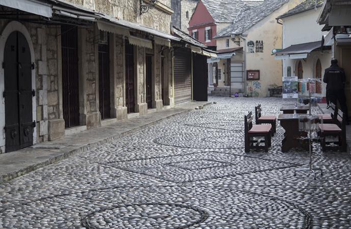 Mostar'ın tarihi çarşısı salgın nedeniyle sessizliğe gömüldü