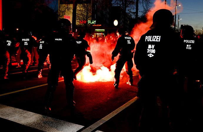 Almanya'da kovid önlemlerine olaylı protesto