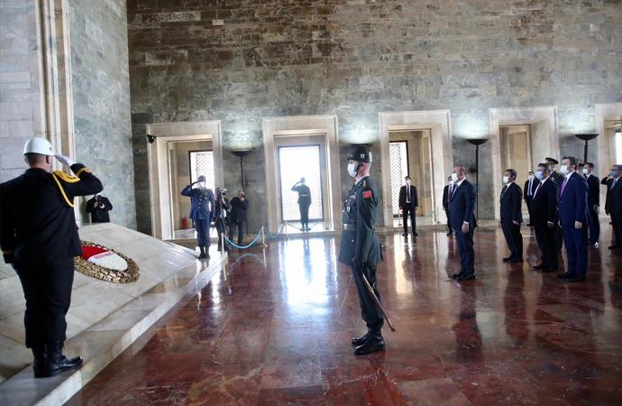 Bakan Çavuşoğlu ve Türk büyükelçiler Anıtkabir'de