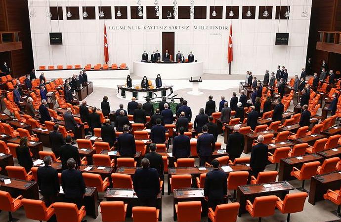 Meclis'te Atatürk için 2 dakikalık saygı duruşu