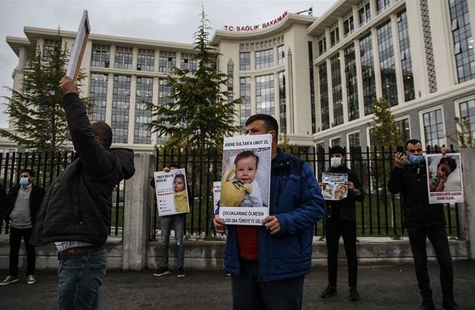 SMA hastası yakınlarından Sağlık Bakanlığı önünde eylem