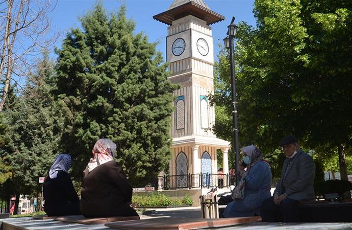 65 yaş üstü kişilere Kütahya'da kısmi yasak