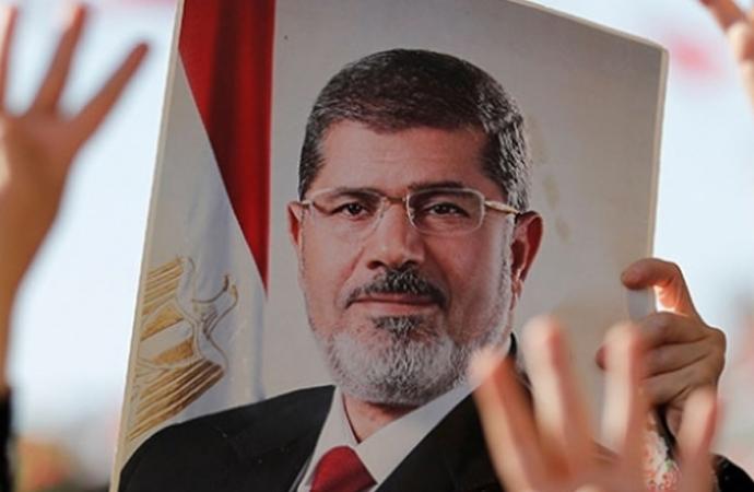 Mursi dönemi Çalışma Bakanı'na 15 gün gözaltı kararı