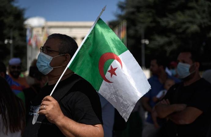 Cezayir'de 'Rejimin partisi'nden Fransa'ya suçlama