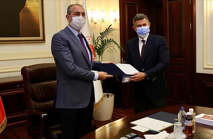 Adalet Bakanı Gül Türkiye Barolar Birliği Başkanı Feyzioğlu ile görüştü