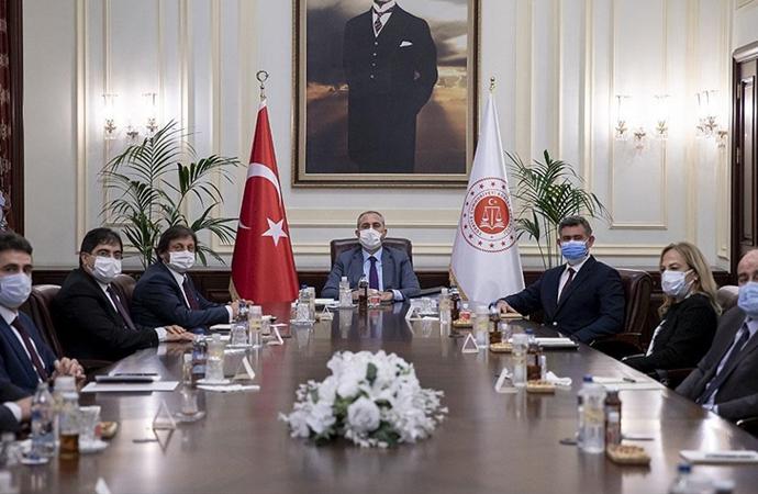 Avukatların 28 maddelik yeni reform önerileri, Adalet Bakanı Gül'e iletildi