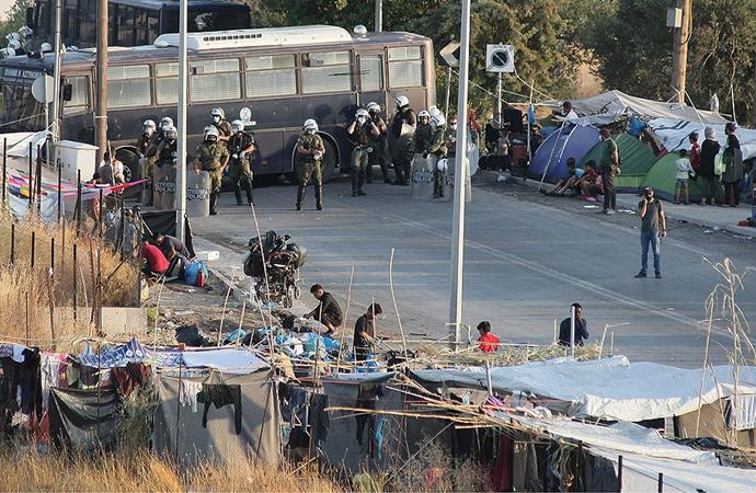 Yunanistan'da göçmenler zehirlenme riski altında tutuluyor