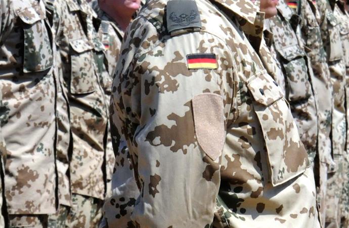 Almanya'da, ordunun içinde aşırı sağcılarla bağlantılı yapılar bulunduğu kanıtlandı