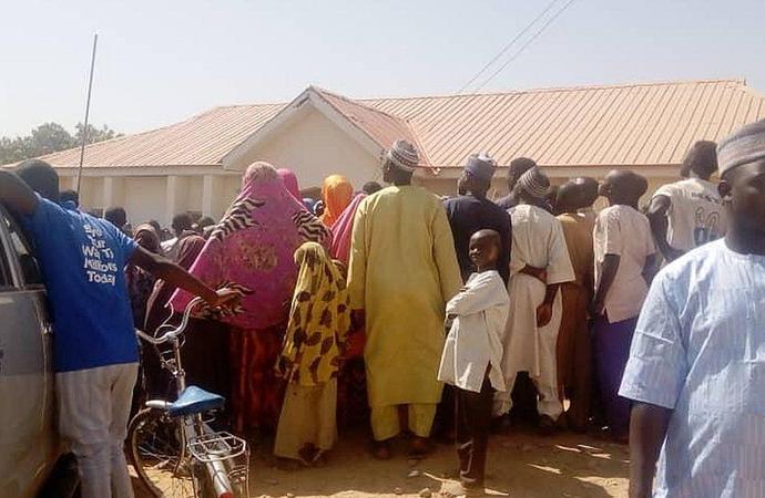 Nijerya'da bir yatılı okuldan 400 öğrenci kaçırıldı