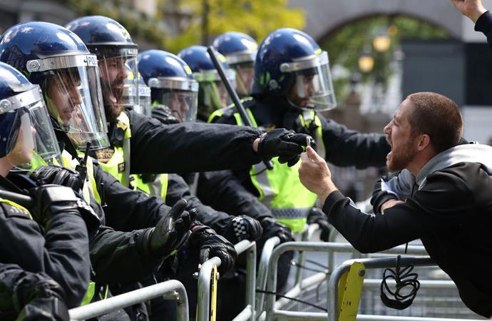 Cambrigde araştırması: Y kuşağı demokrasiye inancını kaybetti