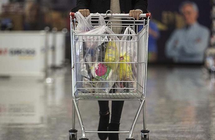 Coca-Cola iki dernekle işbirliği yaptı, kişi başı 400 liralık alışveriş çeki dağıtacak