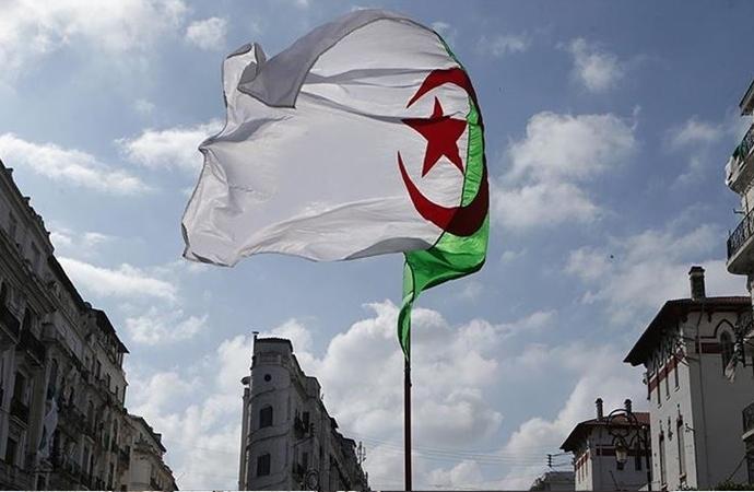 Cezayir, terör örgütüne fidye vermekle suçladığı Fransa'ya tepkili