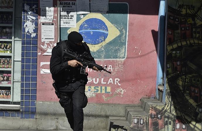Brezilya'da banka şubesini soyan hırsızlar Criciuma kentinde terör estirdi