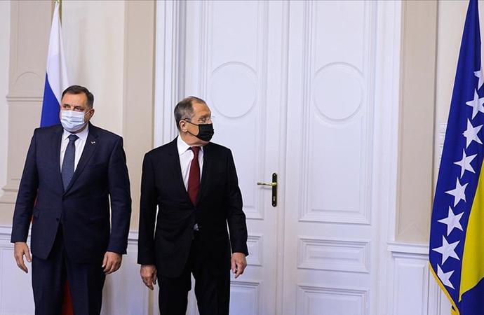 Lavrov'un Bosna Hersek ziyaretine 'bayrak krizi' damga vurdu