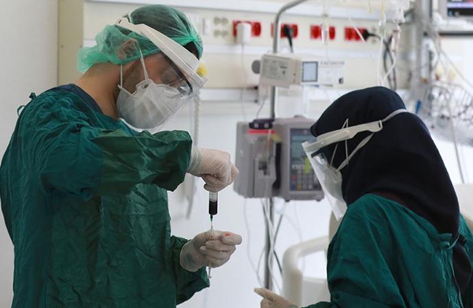 Türkiye'de koronadan son 24 saatte 240 vefat