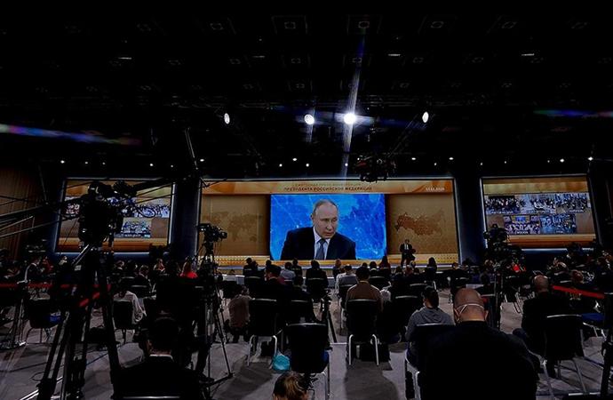 Putin'den 4 buçuk saat süren 'yıllık basın toplantısı'