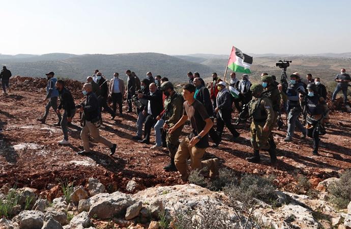 Yahudi yerleşimciler Filistinli çiftçilere saldırdı