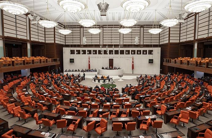 """CHP, """"çıplak arama"""" iddiaları için komisyon kurulmasını istedi"""