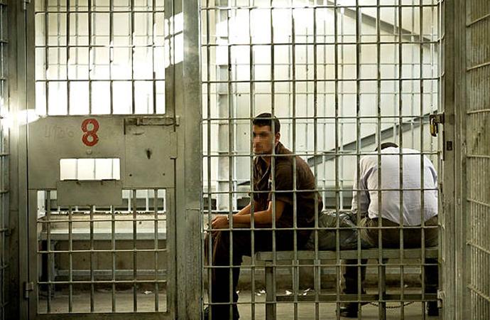 İsrailli bakandan talimat: Filistinli mahkumlara aşı yapılmasın