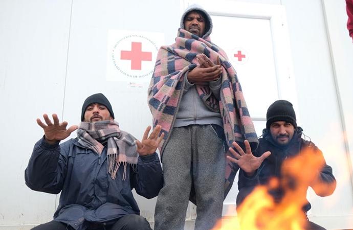 Bosna'da göçmenler ağır kış şartlarında yaşam mücadelesi veriyor