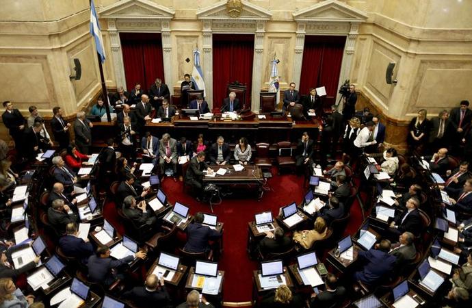 """Arjantin Senatosunda 12 saat süren """"kürtaj"""" tartışması"""