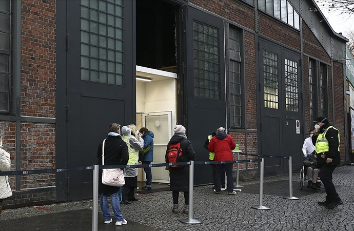 Almanya'da 1188 kişi son 24 saatte hayatını kaybetti
