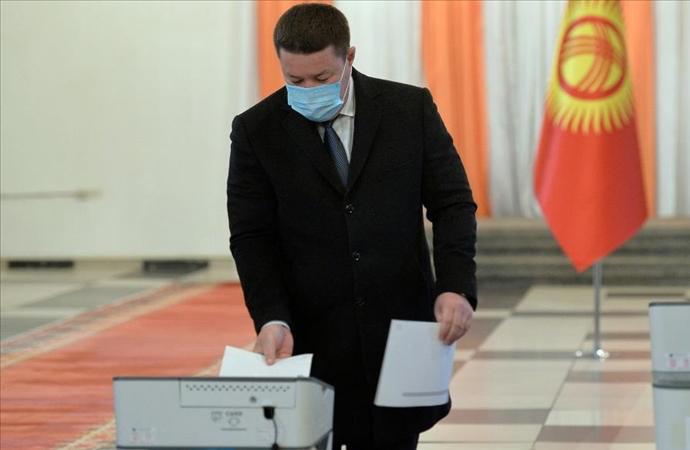 """Kırgızistan'da """"yönetim şekli"""" seçimle belirlenecek"""