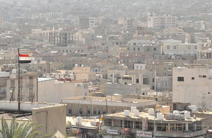 Yemen'de düğünevine top mermileri düştü!