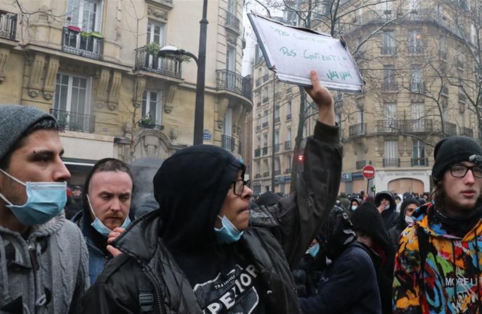 """Fransa'da """"Güvenlik Yasa Tasarısı""""na karşı yürüyüş"""