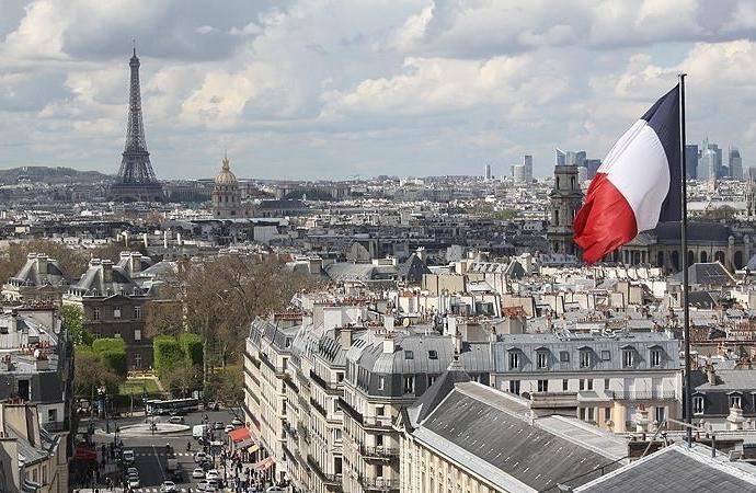 Fransa'da iktidar partisinin 'başörtü yasağı' teklifi reddedildi
