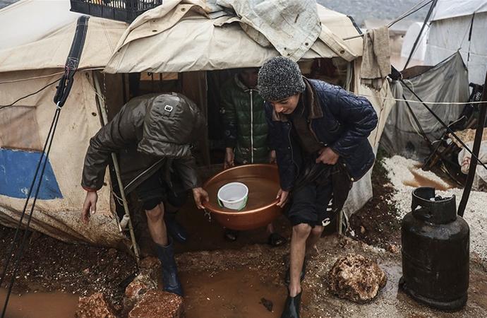 İdlib'de 50 bin kişinin çadırı sular altında kaldı