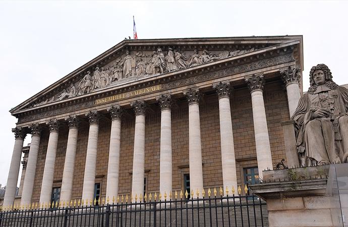 'Fransa'da laikçi bir güruh toplumu hegemonyasına alma çabasında'