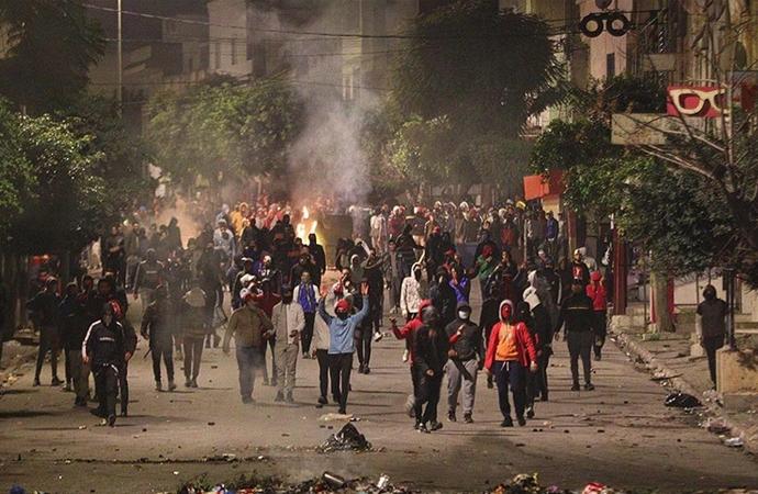 Tunus'ta gösterilerde 1000'den fazla kişi gözaltında