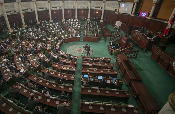 Tunus'ta Başbakan yeni kabinesi ile güvenoyu aldı
