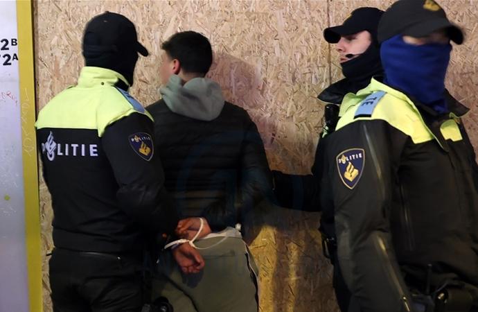 Hollanda'da 184 kişi tutuklandı, protestolar sürüyor