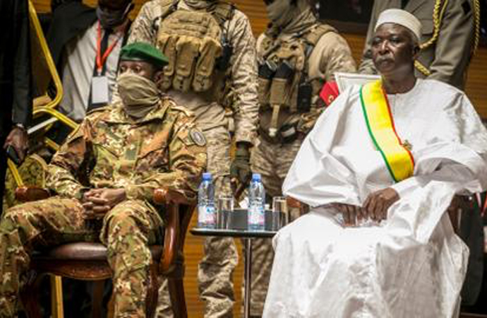 Mali'de askeri cunta, kararname ile feshedildi
